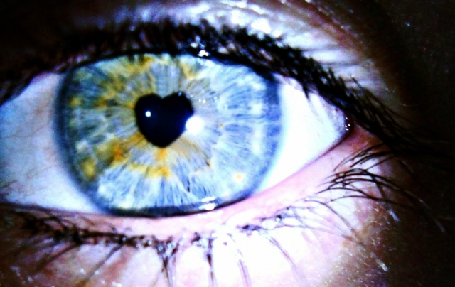 eidtted-blue-heart-in-eye